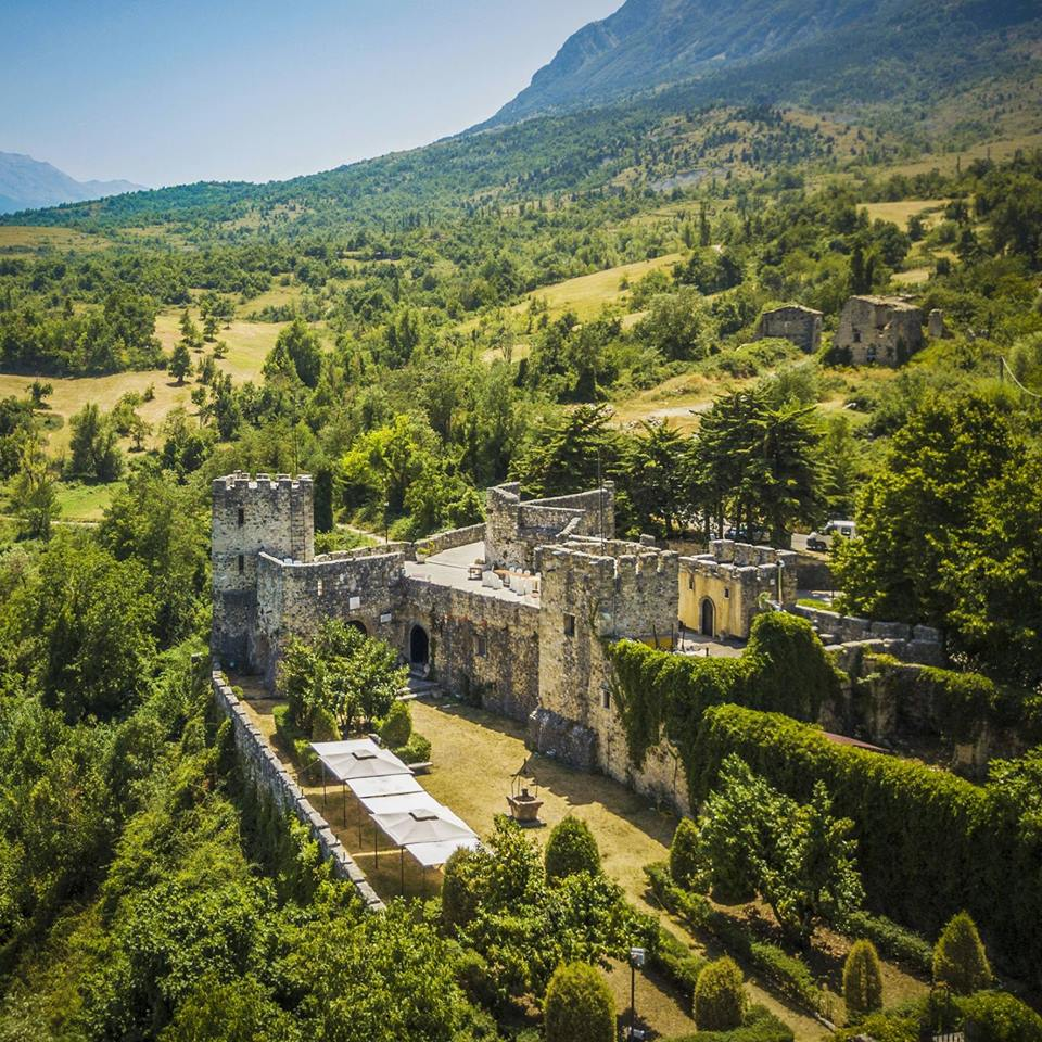 beautiful castles in abruzzo