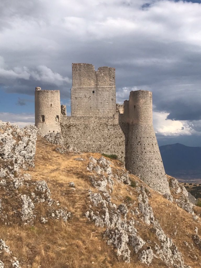 most beautiful castles in abruzzo